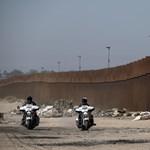 Trump állítólag azt javasolta, hogy lőjék lábon az illegális bevándorlókat