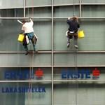 Az UniCredit és az Erste emeli az árakat
