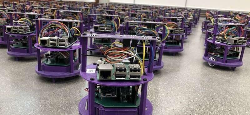 Kísérlet robotokkal: nincs egyetlen vezér, mindegyik robot maga dönt