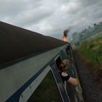 Kigyulladt egy, a Balatonra tartó vonat mozdonya