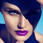A hét sminkje: natúr bőr, lila ajkak