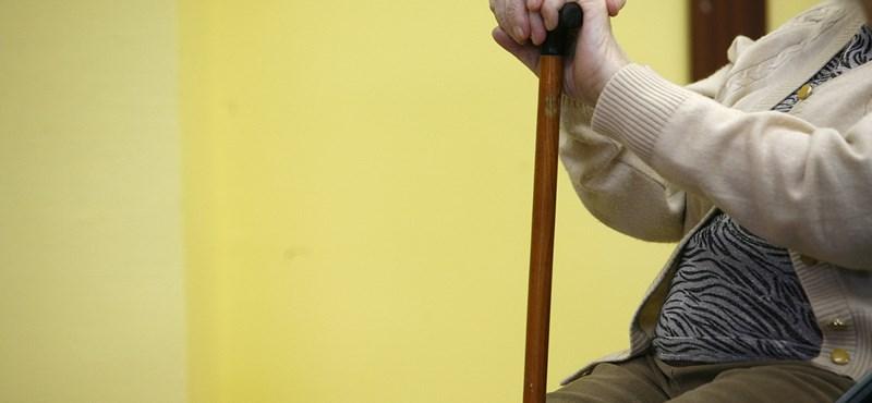Összekötné a kormány a nyugdíjat a gyermekvállalással?