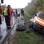 Betegekkel borult fel egy mentőautó a 87-esen
