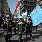 A Kossuth téren tüntet a Tettrekész - képek