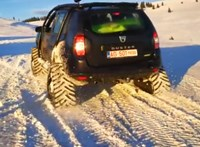Videó: simán felmegy a sípályán a hernyótalpas Dacia