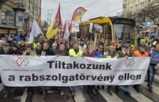 """""""Rabszolgatörvény"""": Rendkívüli bizottsági üléssel akadályozták az ellenzék tervét"""