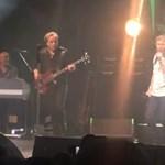 Újra színpadon az AC/DC egykori énekese, nem is akárkikkel
