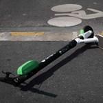 Erzsébetvárosban mostantól talált tárgyként kezelik a járdán hagyott elektromos rollereket