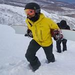Lewis Hamilton snowboardosként sem tűnik nagyon bénának – videó