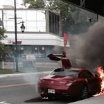 Molotov-koktélt dobtak egy Mercedes SLS AMG-re