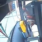 Pofátlan telefonlopást vett fel egy budapesti busz kamerája, keresik a tolvajt – videó
