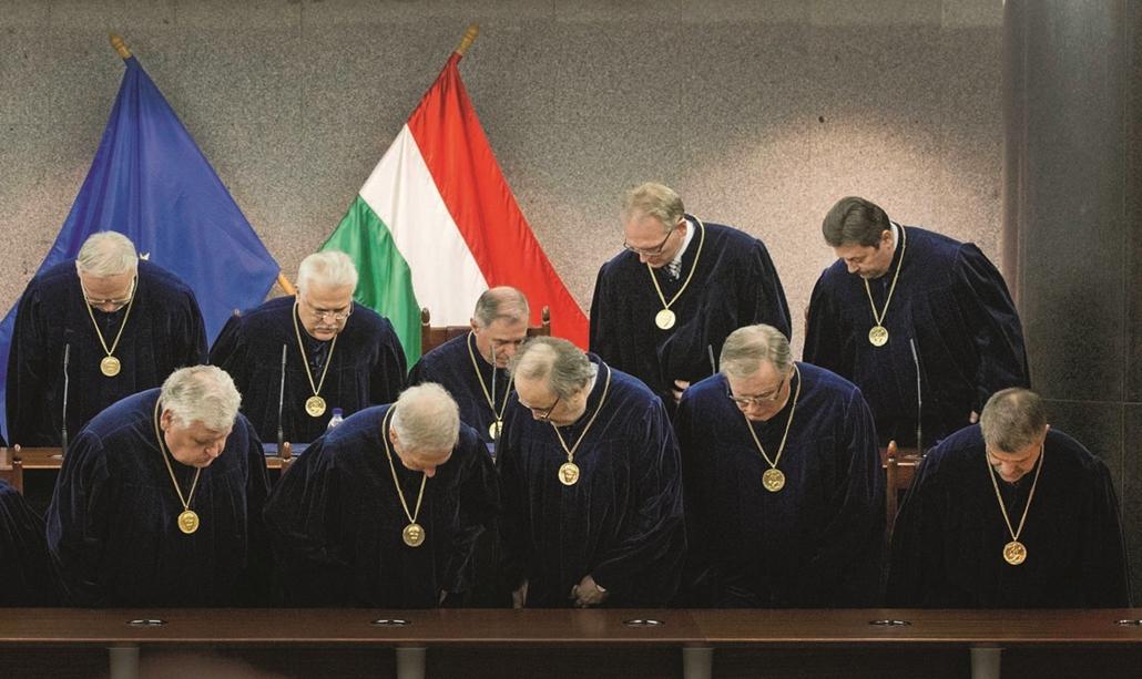12 Az Alkotmánybíróság kihrdeti döntését