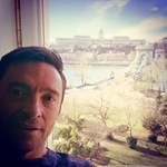 Fotó: Budapesti hotelből szelfizik Hugh Jackman