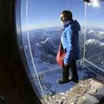 Fotó: félelem és rettegés – üvegpadlós kilátó 3842 méteren