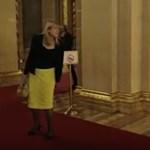 Itt az alakuló ülés legviccesebb jelenete – videó