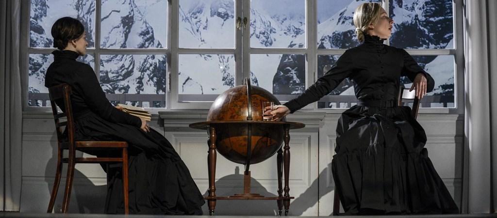 Éljen a királynő! De melyik? – az Örkény Színház előadása a hvg.hu-n