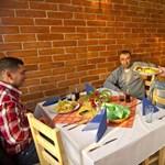 A nap képe: megnyílt Magyarország első roma vendéglője
