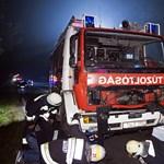 Fotók: Szarvassal ütközött egy tűzoltóautó a 6-oson kedden éjjel