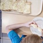 Négyszer kapnak enni a gyerekek a suliban: na de hogyan?