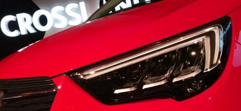 Az Opel elrabolja a hölgyek szívét: beültünk a divatos Crossland X-be