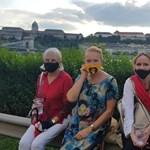 Egy fotó a tüntetésről: közös képen a magyar színjátszás nagyasszonyai