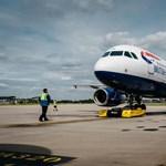 5 új gép állt szolgálatba a Heathrow repülőtéren, több száz tonnás repülőket tologatnak – videó