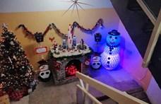 Egy zuglói lépcsőházban már beköszöntött a karácsony – fotó