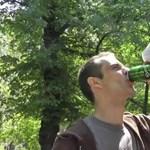 Videó: vécéavatás sörrel, kutyával