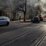 Sűrű füsttel égett egy autó a Böszörményi úton - videó