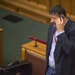 Hiába kérte Hadházy, az MTI nem hozta le egy Simonkával foglalkozó közleményét