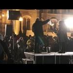 """Törvényt égettek, és Balog """"csődminiszter"""" távozását követelték a Kossuth téren - videó"""