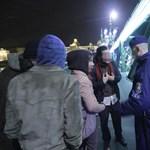 Hajnalig tartották fogva a Schmitt ellen tüntetőket