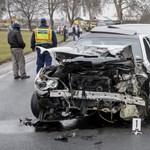 Fotó: három autó ment egymásnak Mikepércsnél