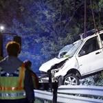 Fotók a három halálos áldozattal járó éjszakai baleset helyszínéről