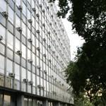Lebontják Budán a gazdasági minisztérium irodaházát