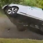 Íme egy tankönyvi példa arra, hogy bármelyik autó lehet alulkormányzott – videó