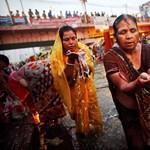 A világ legnagyobb vallási ünnepe Indiában - Nagyítás-fotógaléria