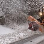 Hó, latyak és balesetek: így indult a szerda az utakon