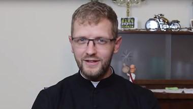 Hodász atya eltűnik a Youtube-ról, miután berendelték Esztergomba