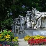 Abszurd tervek: mi a valódi célja a Kossuth téri szobrok átrendezésének?