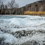 Fotók: Már a Balaton partján van a tó jege