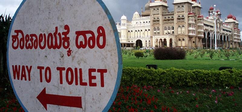 Indiában a vécés néni fizet