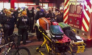 Autó hajtott egy Black Lives Matter-tüntetés résztvevői közé Manhattanben, többen megsérültek