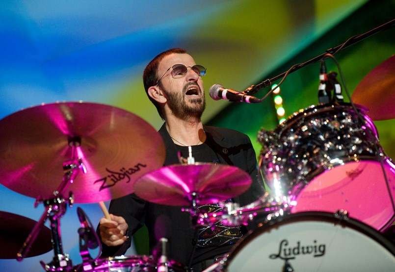 Kételkednek tudásában, de ő világ egyik leghíresebb dobosa – Ringo Starr 80 éves