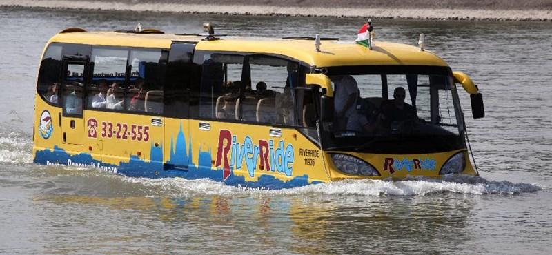 Öngyilkosjelöltet mentett a Dunából a kétéltű busz