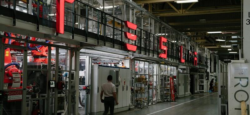 Bezáratták Elon Musk gyárát