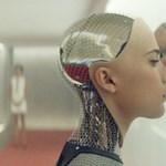 És akkor 2030-ban egy férfi feleségül vesz egy robotot