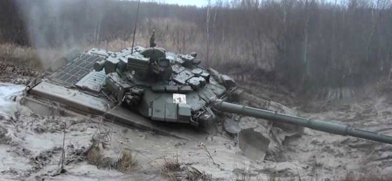 Videó: néha még a tankokon is kifog az orosz sártenger