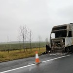 Fotók: Kiégett kamion árválkodik az M3-as autópályán