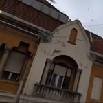 Padon ülő emberekre döntött fát a vihar Szegeden, épületek tetejét is leszedte – videó